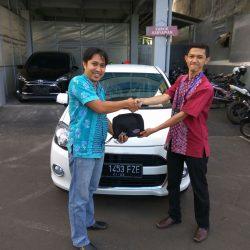 Foto Penyerahan Unit 1 Sales Marketing Mobil Dealer Daihatsu Jakarta Barat Bayu