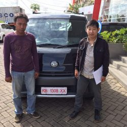 Foto Penyerahan Unit 10 Sales Marketing Mobil Dealer Daihatsu Pontianak Riyanto