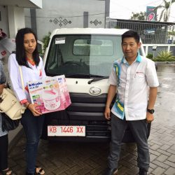 Foto Penyerahan Unit 12 Sales Marketing Mobil Dealer Daihatsu Pontianak Riyanto