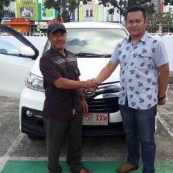 Foto Penyerahan Unit 14 Sales Marketing Mobil Dealer Daihatsu Pamulang Santos