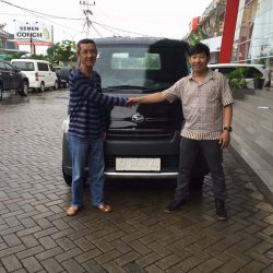 Foto Penyerahan Unit 14 Sales Marketing Mobil Dealer Daihatsu Pontianak Riyanto