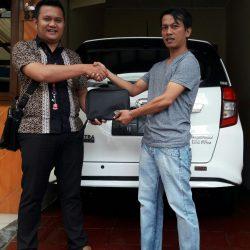 Foto Penyerahan Unit 16 Sales Marketing Mobil Dealer Daihatsu Pamulang Santos