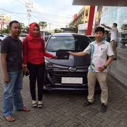 Foto Penyerahan Unit 16 Sales Marketing Mobil Dealer Daihatsu Pontianak Riyanto