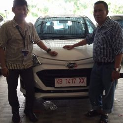 Foto Penyerahan Unit 17 Sales Marketing Mobil Dealer Daihatsu Pontianak Riyanto