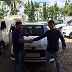 Foto Penyerahan Unit 18 Sales Marketing Mobil Dealer Daihatsu Pontianak Riyanto