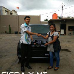 Foto Penyerahan Unit 2 Sales Marketing Mobil Dealer Daihatsu Jakarta Barat Bayu