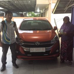 Foto Penyerahan Unit 2 Sales Marketing Mobil Dealer Daihatsu Pontianak Riyanto