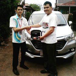 Foto Penyerahan Unit 3 Sales Marketing Mobil Dealer Daihatsu Jakarta Barat Bayu