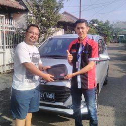 Foto Penyerahan Unit 4 Sales Marketing Mobil Dealer Daihatsu Jakarta Barat Bayu