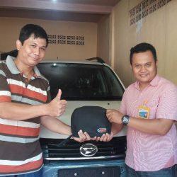 Foto Penyerahan Unit 5 Sales Marketing Mobil Dealer Daihatsu Pamulang Santos