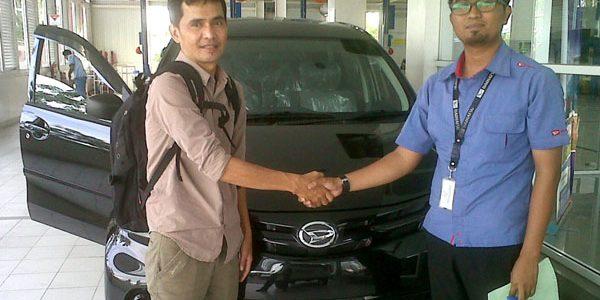Foto Penyerahan Unit 6 Sales Marketing Mobil Daihatsu Padang Aded