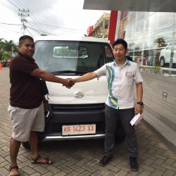 Foto Penyerahan Unit 6 Sales Marketing Mobil Dealer Daihatsu Pontianak Riyanto