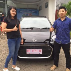 Foto Penyerahan Unit 7 Sales Marketing Mobil Dealer Daihatsu Pontianak Riyanto