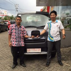 Foto Penyerahan Unit 8 Sales Marketing Mobil Dealer Daihatsu Pontianak Riyanto