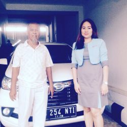 Foto Penyerahan Unit 2 Sales Marketing Mobil Dealer Daihatsu Ranti