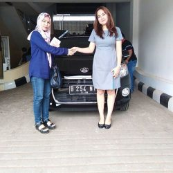 Foto Penyerahan Unit 4 Sales Marketing Mobil Dealer Daihatsu Ranti