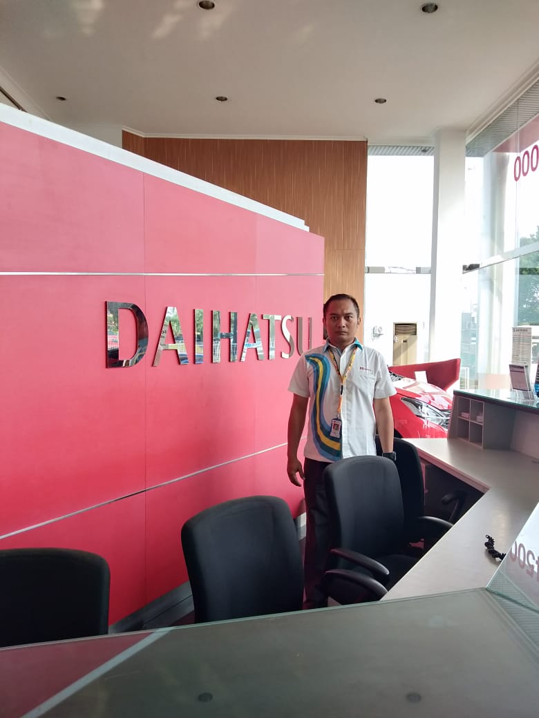 Sales Marketing Mobil Dealer Daihatsu Arya