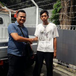 Foto Penyerahan Unit 1 Sales Marketing Mobil Dealer Daihatsu Pamulang Santos