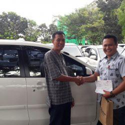 Foto Penyerahan Unit 13 Sales Marketing Mobil Dealer Daihatsu Pamulang Santos