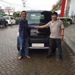 Foto Penyerahan Unit 14 Sales Marketing Mobil Dealer Daihatsu Pontianak Riyanto