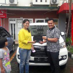 Foto Penyerahan Unit 15 Sales Marketing Mobil Dealer Daihatsu Pamulang Santos