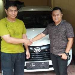 Foto Penyerahan Unit 17 Sales Marketing Mobil Dealer Daihatsu Pamulang Santos