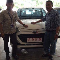 Foto Penyerahan Unit 17 Sales Marketing Mobil Dealer Daihatsu Pontianak Riyanto