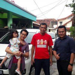 Foto Penyerahan Unit 18 Sales Marketing Mobil Dealer Daihatsu Pamulang Santos