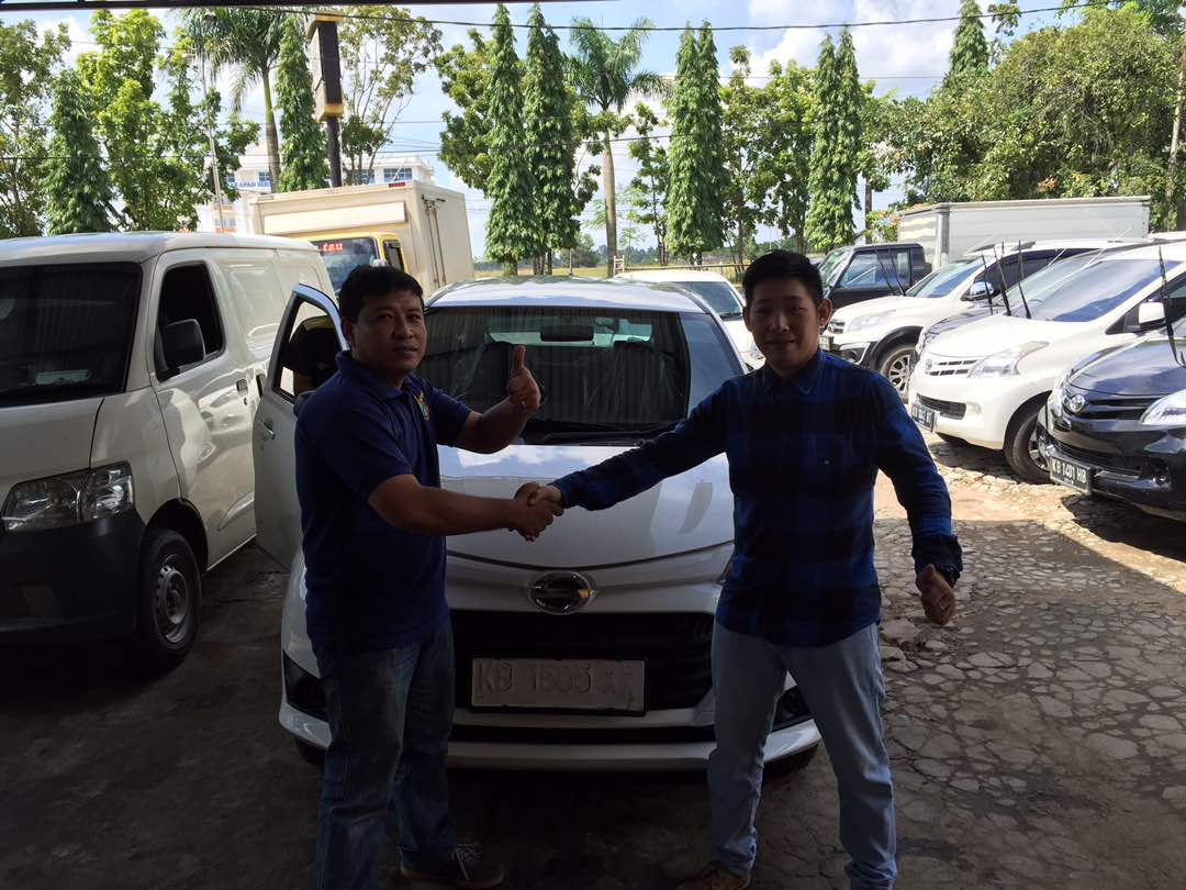 Foto Penyerahan Unit 18 Sales Marketing Mobil Dealer Daihatsu Pontianak Riyanto
