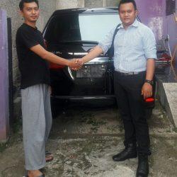 Foto Penyerahan Unit 2 Sales Marketing Mobil Dealer Daihatsu Pamulang Santos
