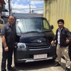 Foto Penyerahan Unit 20 Sales Marketing Mobil Dealer Daihatsu Pontianak Riyanto