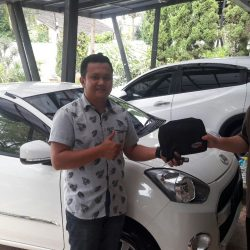 Foto Penyerahan Unit 4 Sales Marketing Mobil Dealer Daihatsu Pamulang Santos