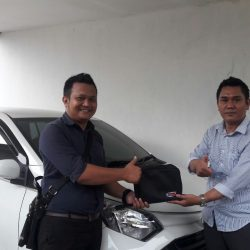 Foto Penyerahan Unit 6 Sales Marketing Mobil Dealer Daihatsu Pamulang Santos