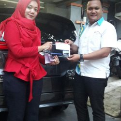 Foto Penyerahan Unit 8 Sales Marketing Mobil Dealer Daihatsu Pamulang Santos
